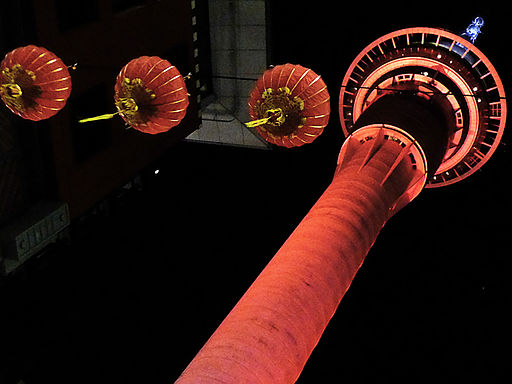 By Matt Boulton (Flickr: Auckland's Sky Tower) [CC BY-SA 2.0 (http://creativecommons.org/licenses/by-sa/2.0)], via Wikimedia Commons