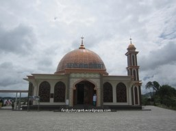 Mesjid Ummi, di pinggir Danau Diateh