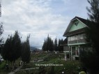 villa di pinggir danau