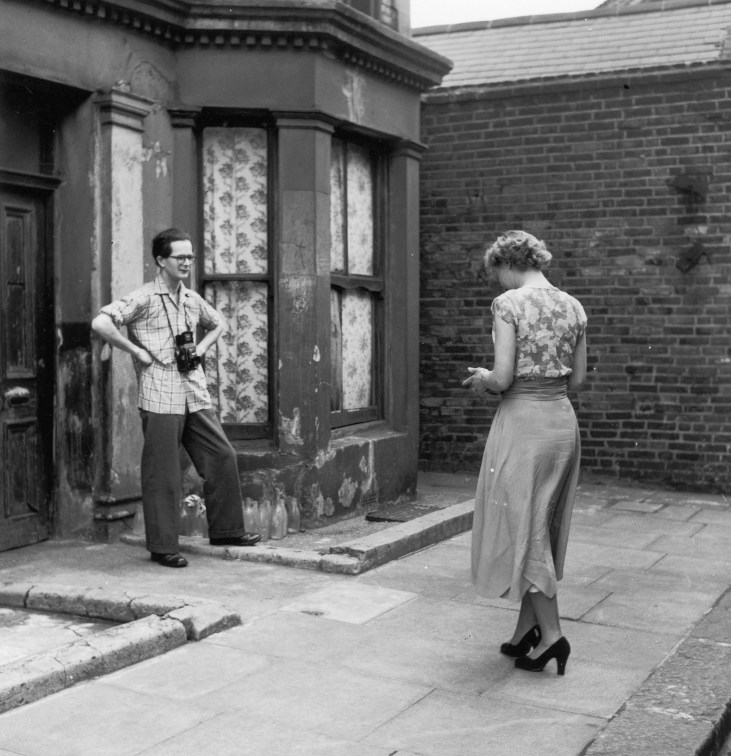 Rillington-Place-tourists-taking-photos