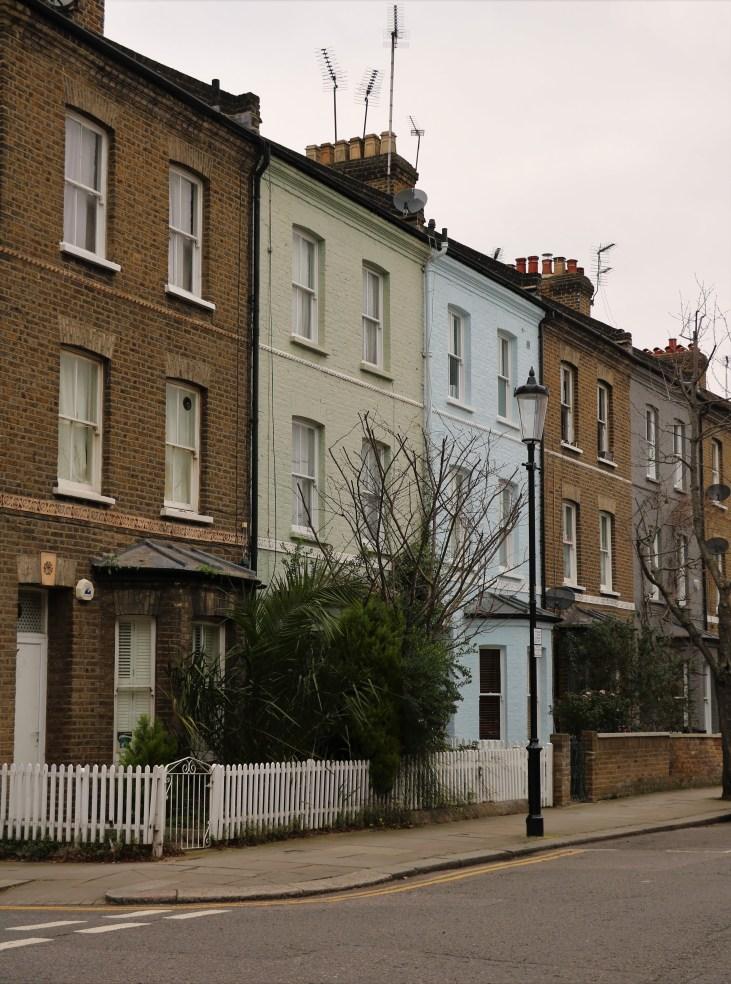Wiktoriańskie-kamienice-Sirdar Road-dawny-Avernus-Londyn