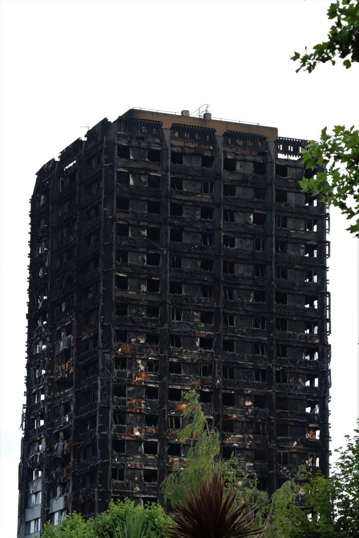 Grenfell Tower-after-fire-2017-pożar wieżowca-zachodni Londyn