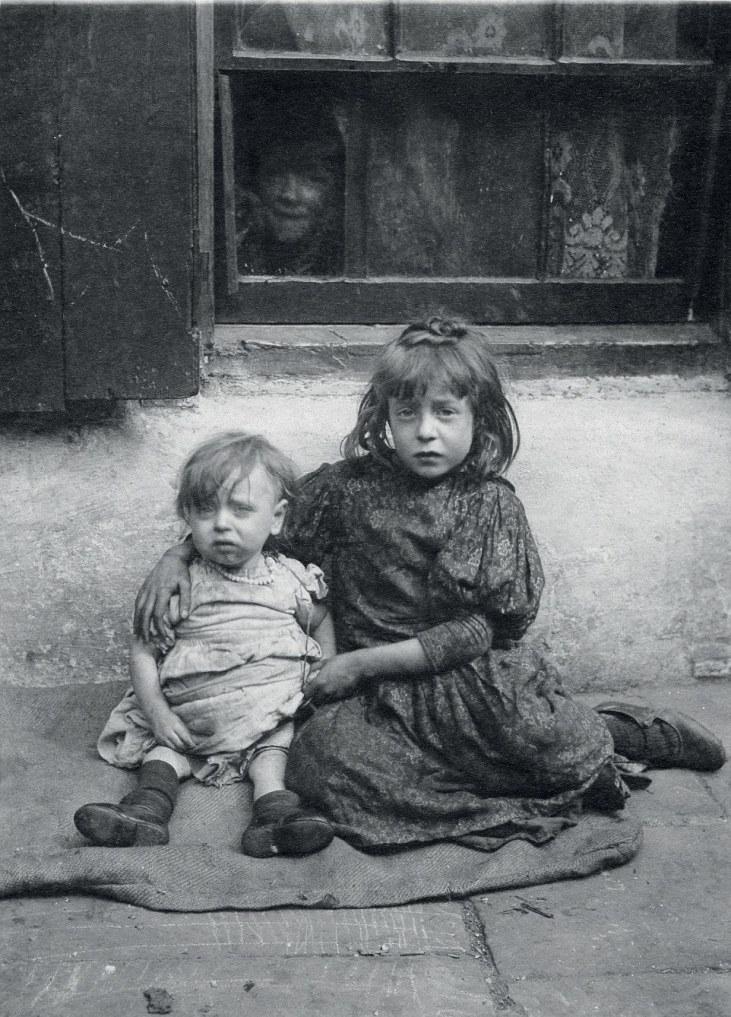 Dzieci-żebrzące-wiktoriański-Londyn-Whitechapel-19-wiek