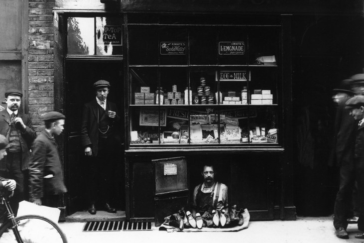 Bateman-Street-smallest-shop-Soho-1910-London
