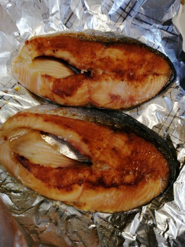 天然の鮭と養殖の鮭の違いについて。味は?安全性は?どちらがいい?