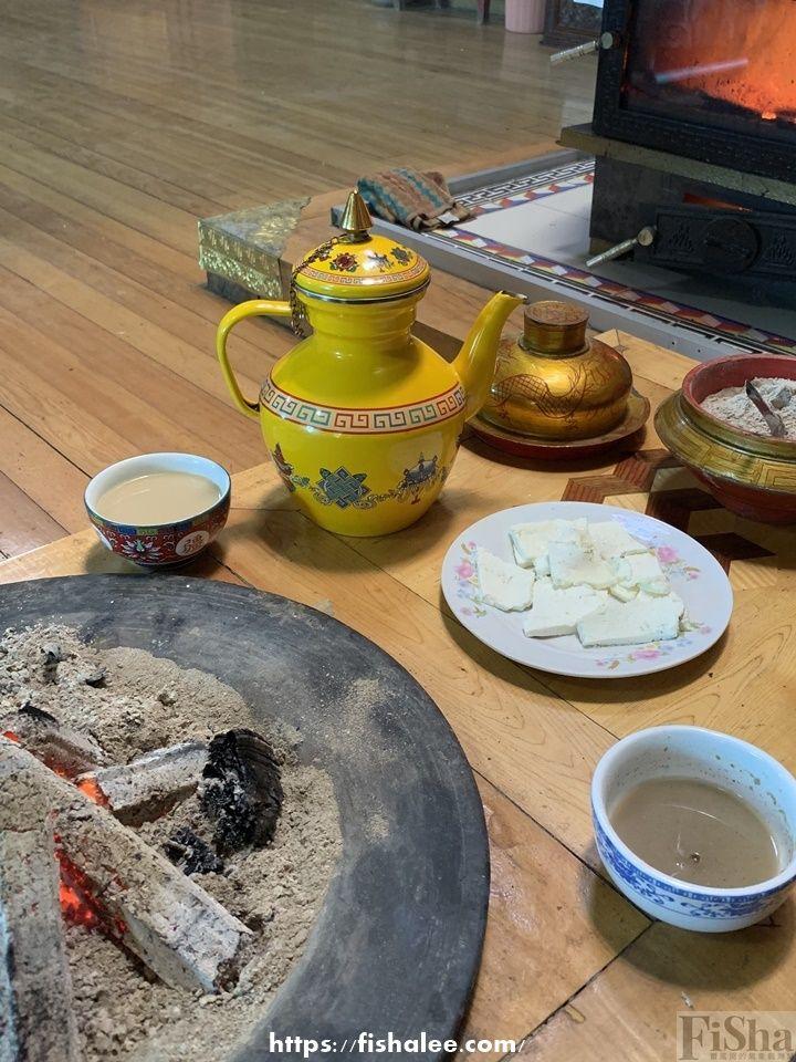 酥油茶,藏粑粑,奶渣