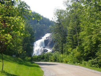 Chutes dans Val Jalbert ( Québec)