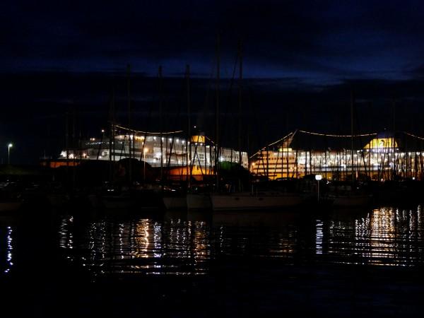 port de Toulon la nuit