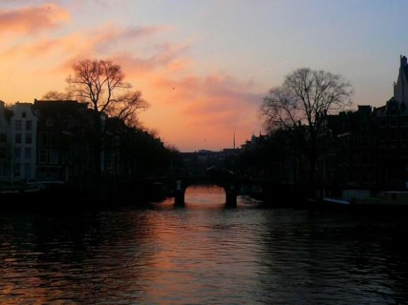 coucher du soleil sur les canaux Amsterdam