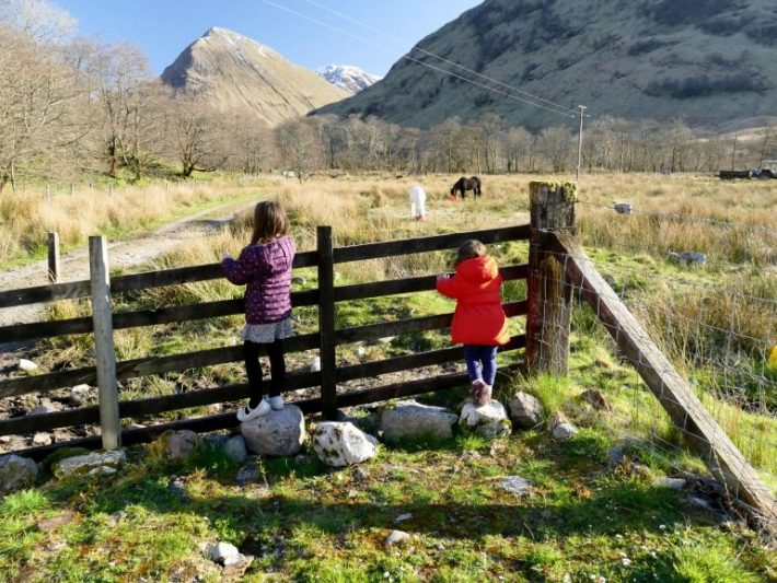 enfants dans le Glen Coe