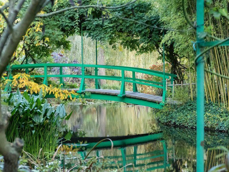 Petit pont dans les jardins de Giverny