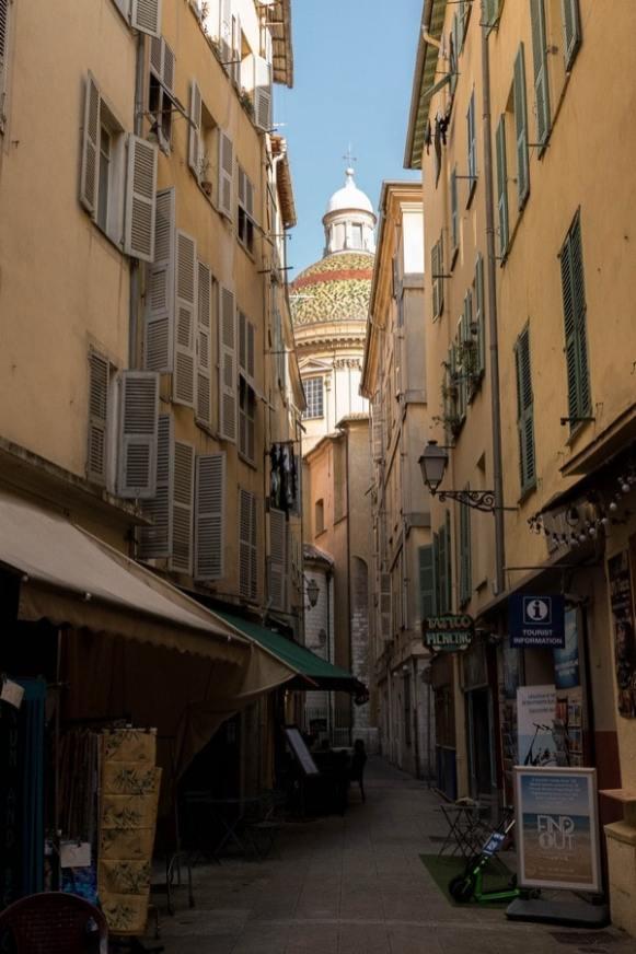 ruelle dans la vieille ville de Nice