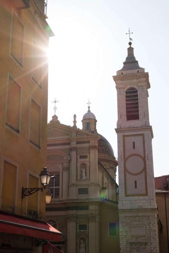 église dans le vieux Nice
