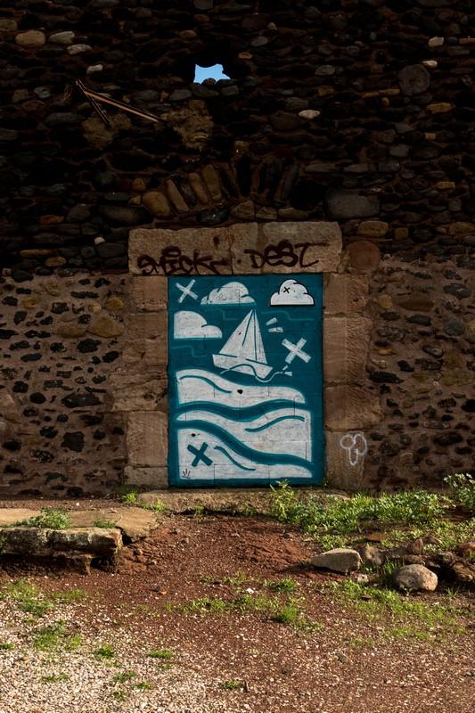 fresque dans Celles, village abandonné au bord du lac du Salagou - Hérault