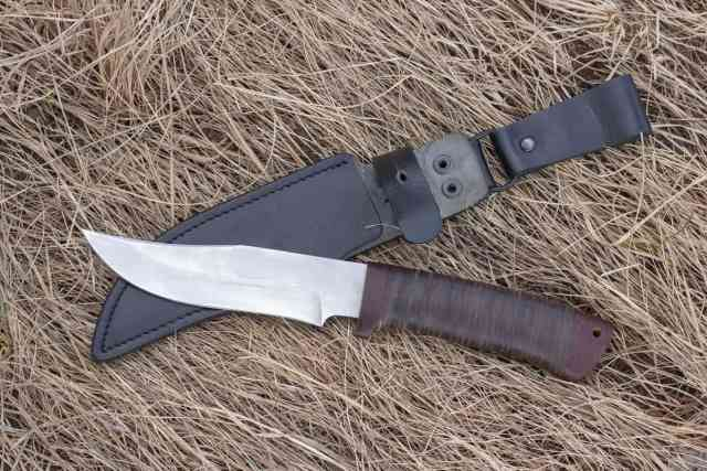 Serrated hunting knife