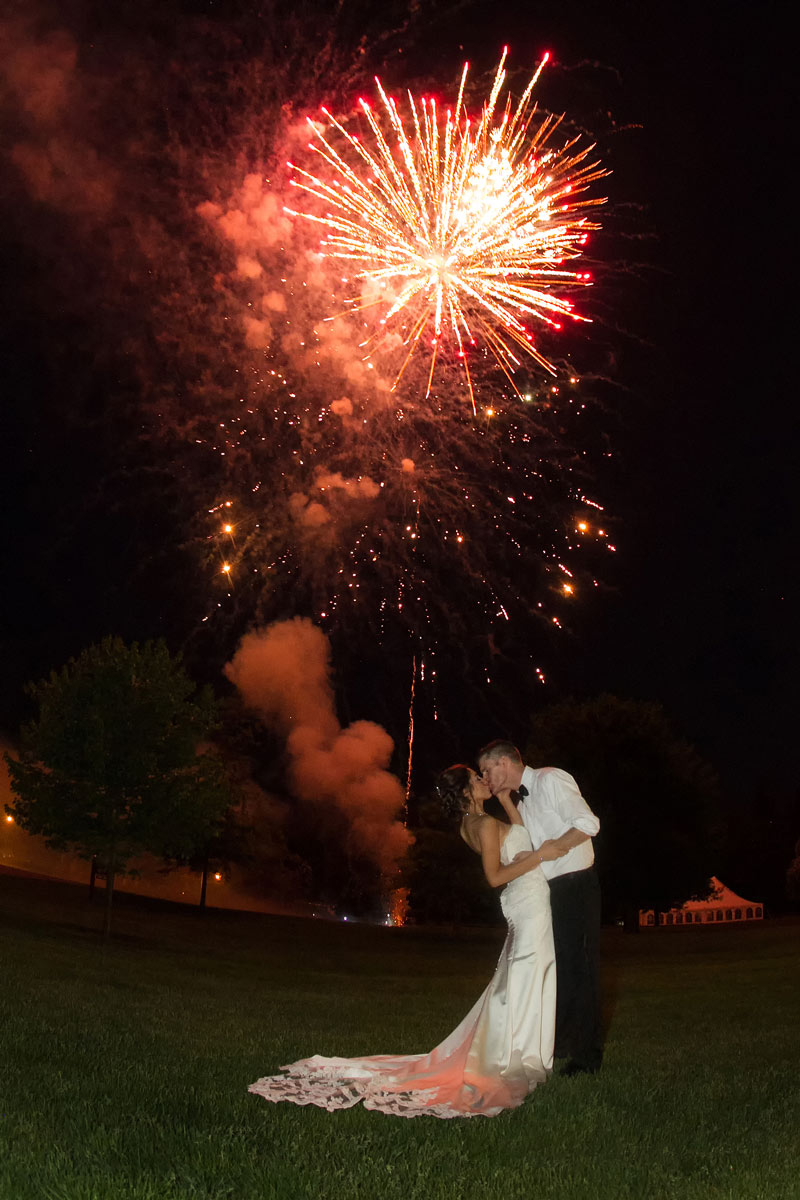 buffalo-weddings-bride-and-groom-avant-mansion-fire-works-2
