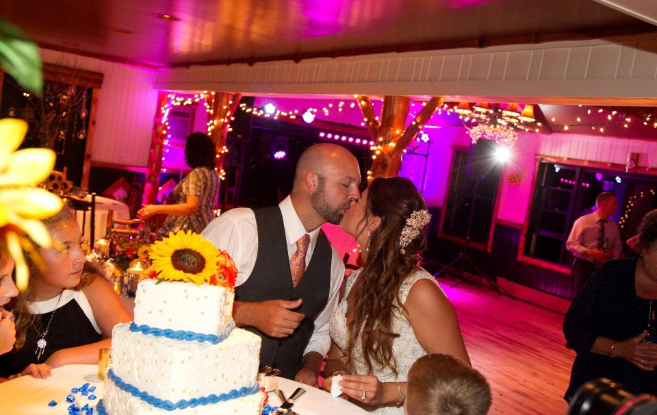 bride-and-groom-cutting-cake