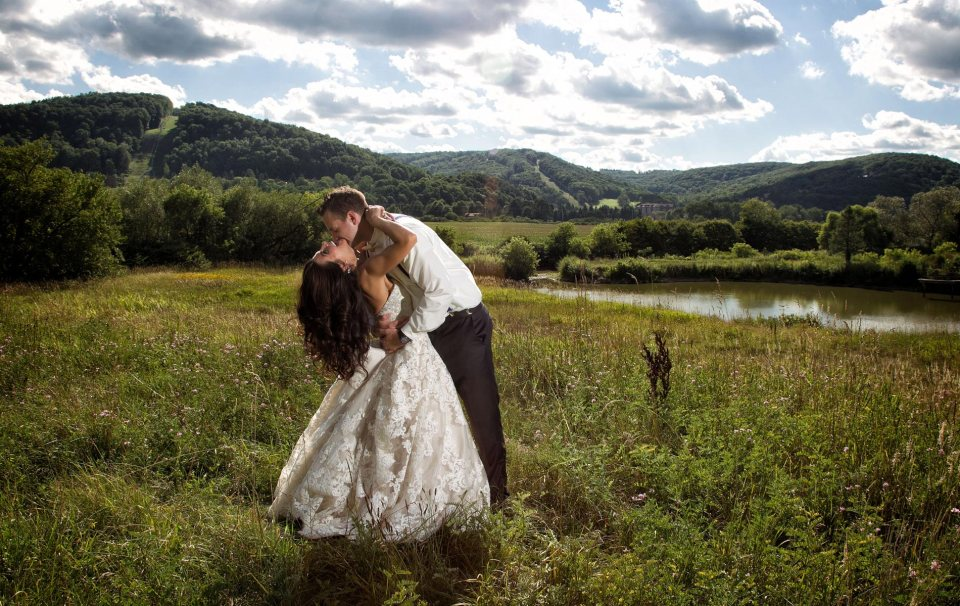 playful-bride-and-groom