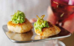 SEARED SCALLOPS WITH PEA CREAM