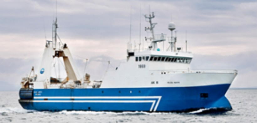 ICELANDIC TRAWLER HELPS OUT