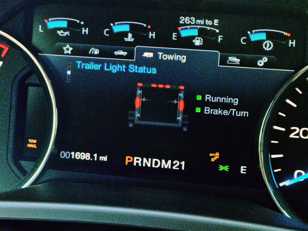 "Smart trailer readout on 8"" screen in instrument panel"