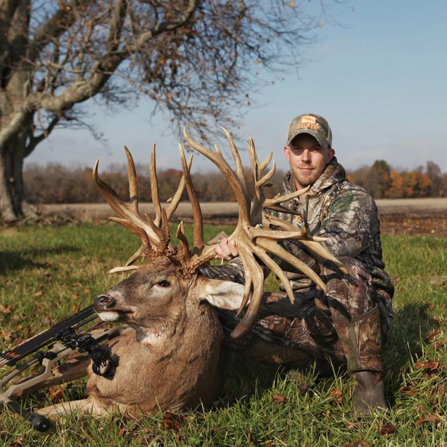 Luke Brewsters 38 Point Illinois Bruiser Sin Early November May Be The Biggest Non Typical Buck Ever Taken By Hunter All Of North America