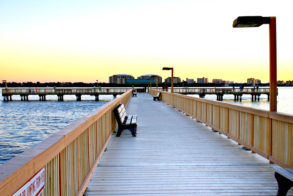 An image of a fishing pier in Cape Coral, Florida