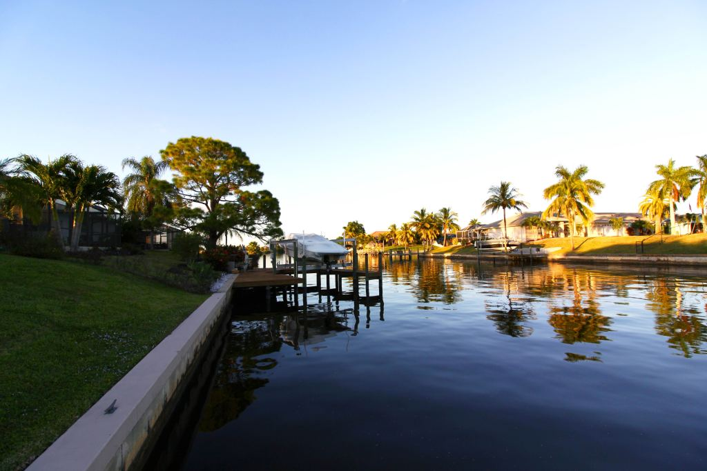 An image of a Cape Coral canal