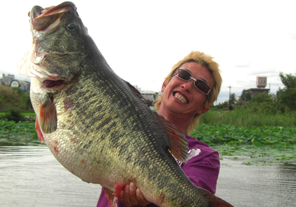 record largemouth bass from Japan
