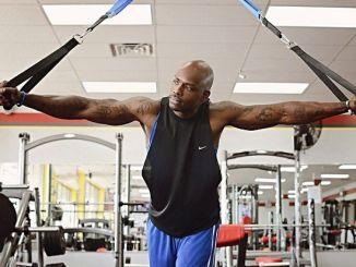 ¿Hacer Deporte con un Entrenador personal o en el gimnasio?