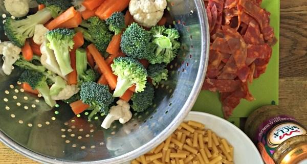 healthy-dinner-macaroni-stir-fried-veg-chorizo-aubergine-pesto
