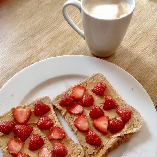 healthy-breakfast-peanut-butter-strawberries-on-toast