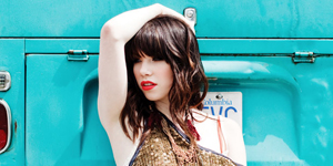 carly-rae-jepsen-call-me-maybe-300-2