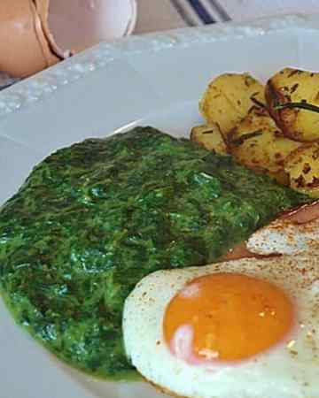 Creamed spinach is a flavorful side dish to help you reach your fat goals