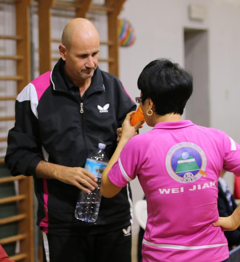 Gianfranco Cancedda assiste Wei Jian (Foto Gianluca Piu)