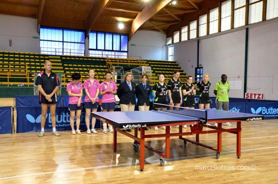 La presentazione delle due squadre (Foto Marcello Trois)