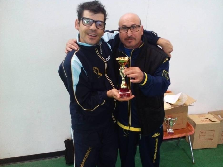 Mauro Mereu festeggia col suo allenatore Tore Scotto