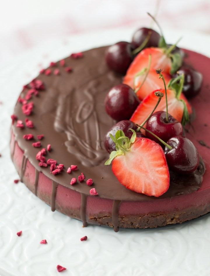 Vegan strawberry mousse cake via @fit.foodie.nutter #glutenfree #nosugar #vegan #vegancake #vegandessert #cleaneating #cleanrecipes