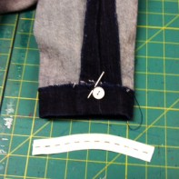 Elastic and buttons for the stirrups.