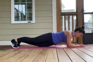 woman doing low plank with hip dips
