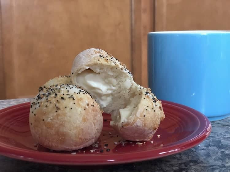 no yeast bagel bites on a plate