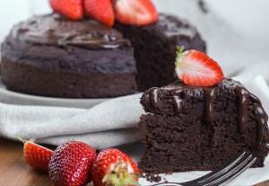 Chocolate protein zucchini cake, vegan!