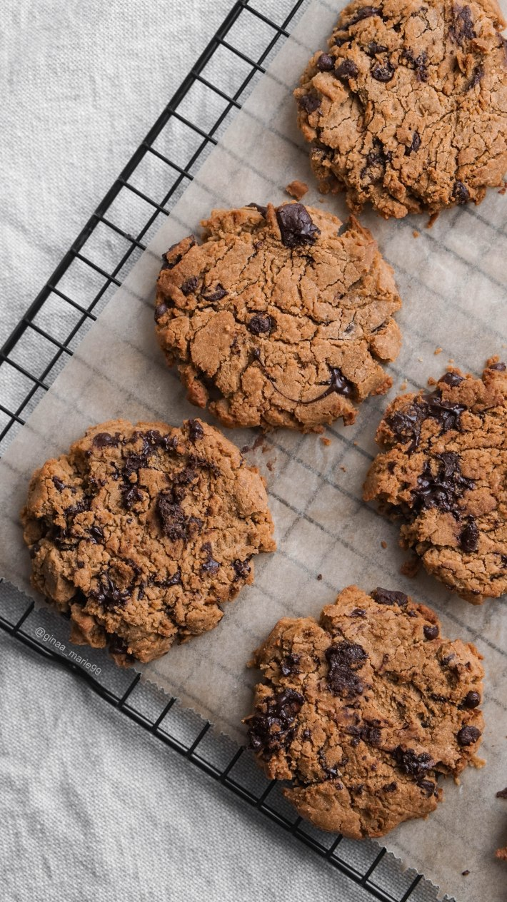 Vegan, glutenfree and healthy chocolate chip cookies.