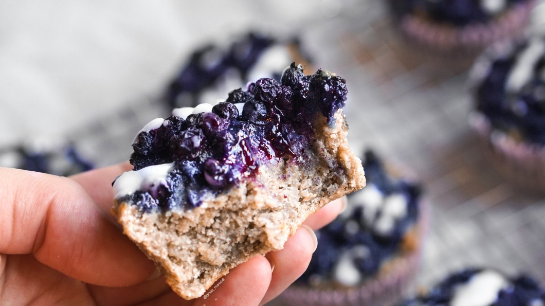 healthy and vegan blueberry lemon muffins, oil free and glutenfree