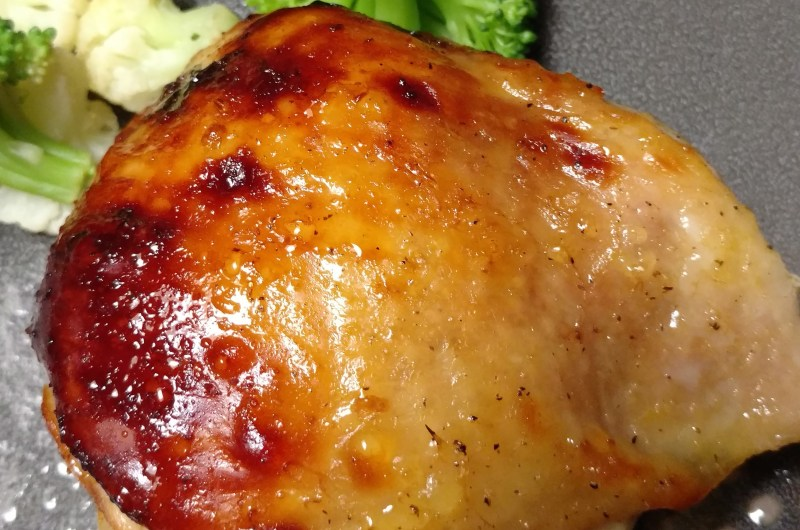 Simple PAleo Orange-Pepper Glazed Chicken Thighs. Easy, flavorful and delicious!