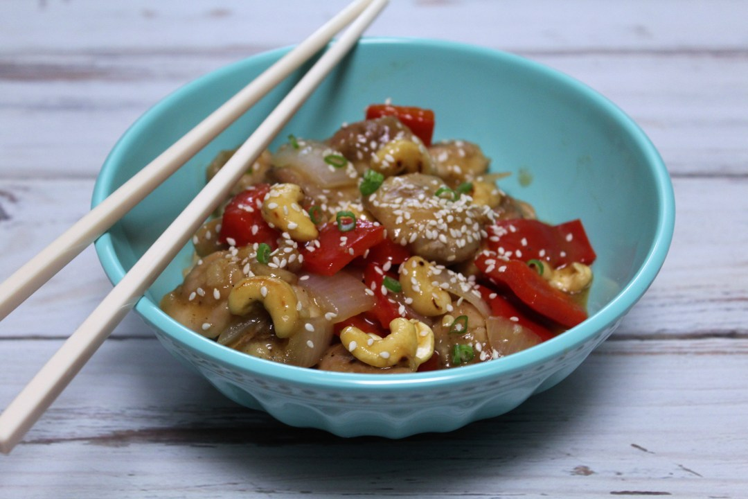 This Whole 30 Orange Cashew Chicken combines orange, cashews and red peppers in an easy, soy-free, tasty Whole 30 meal with great flavor