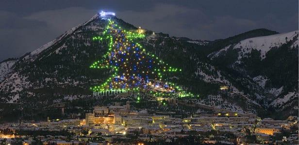 Visita in Umbria - Albero di Natale a Gubbio