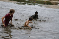 kids-splashing-in-mud-race