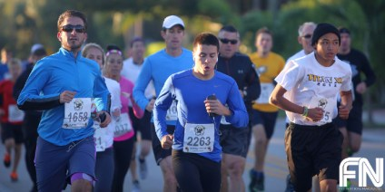 blue shirt runners