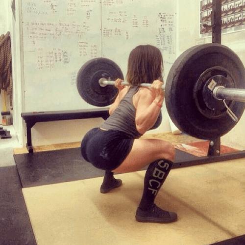 girls_squatting